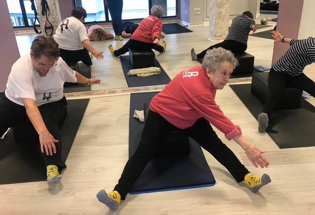 Pilates para mayores 2 Retarda el evejecimiento con el método pilates