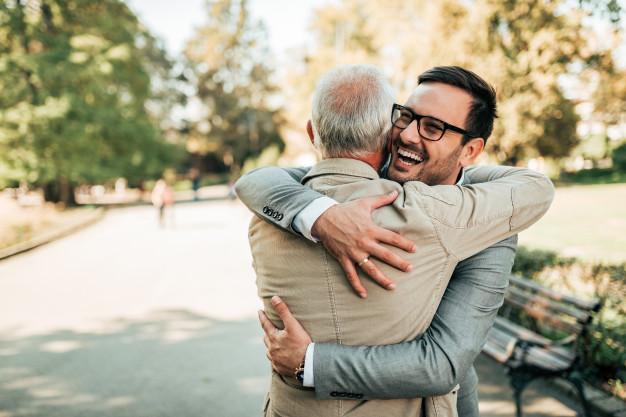 abrazo perdon felicidad 1 8 consejos para aumentar tu felicidad.