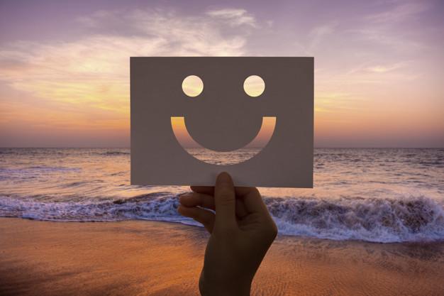 happines alegre cara papel alegre Refuerza tus defensas y mejora tu salud